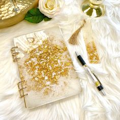 This book has a handmade resin book cover. The book cover is designed in creamy white with transparent parts and real gold leaf. Diy Resin Art, Diy Resin Crafts, Diy Resin Projects, Easy Diy Crafts, Crafts For Kids, Rope Crafts, Diy Crafts Hacks, Diy Resin Crystals, Crystal Resin