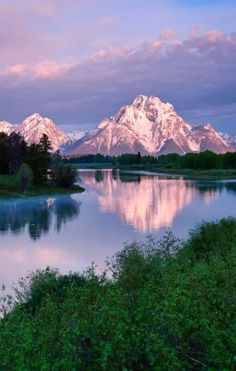 3 DAYS IN GRAND TETON NATIONAL PARK The Tetons of Wyoming are famous amongst walkers, mountain climbers, river runners, and made acquainted to all by professional photographers. This sturdy array develops one of one of the most renow… Grand Teton National Park, National Parks, Beautiful World, Beautiful Places, Nature Pictures, Amazing Nature, Belle Photo, Beautiful Landscapes, Beautiful Landscape Photography