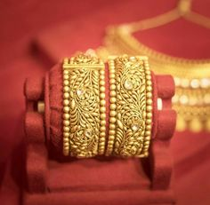 Sale On Gold Jewellery Gold Bangles Design, Gold Earrings Designs, Gold Jewellery Design, Gold Jewelry, Silver Bracelets, Bangle Bracelets, Jewelry Patterns, Or Antique, Indian Jewelry