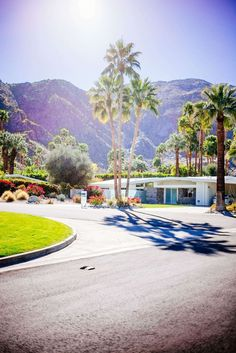 Tour the beautiful neighborhoods in palms Springs and see these Mid Century Homes that dot Palm Springs, The Taste SF Palm Springs Houses, Palm Springs Style, Palm Springs Restaurants, California Homes, California Travel, California Getaways, Mid Century Exterior, Palm Desert, Desert Life