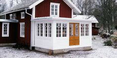 utbyggnad House In The Woods, My House, Norway Design, Home Focus, White Porch, Swedish Decor, Nordic Home, Swedish House, Decks And Porches