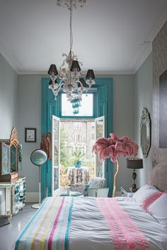Matthew Williamson's home features in this month's Living Etc magazine with a full article entitled 'bohemian rhapsody'. Pretty in turquoise and pink, this bedroom is the perfect little escape room. Click to read more.
