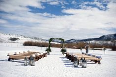 14 Wedding Day Photos with Snow that Prove Snow on your Wedding Day is the Best: A winter wonderland wedding ceremony {Jamee Photography}