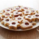 Recept na linecké cukroví – klasiku českých Vánoc Waffles, Cereal, Cookies, Breakfast, Recipes, Food, Pineapple, Kitchens, Drinks
