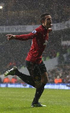 Robin van Persie celebrates in the rain after heading into the lead in the draw with Tottenham at White Hart Lane. Manchester United Legends, Manchester United Football, Van Persie, White Hart Lane, Sir Alex Ferguson, Premier League Champions, Good Soccer Players, Man United, One Team