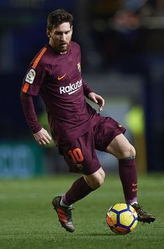 Lionel Messi of Barcelona in action during the La Liga match between Villarreal and Barcelona at Estadio La Ceramica on December 10, 2017 in Villarreal, Spain. #futbolbarcelona
