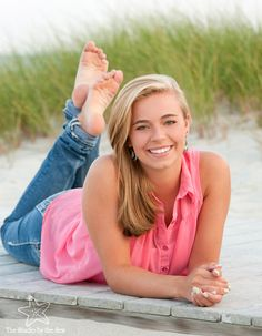 Cute Senior photo on the beach!  Tips and ideas for what to wear to your senior portrait session. Perfect photos start with great planning!