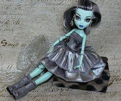 Hecho a mano alta monstruo vestido, Monster High Fashion, Monster High ropa, joyería de Monster High, Monster High ooak, niebla de hielo