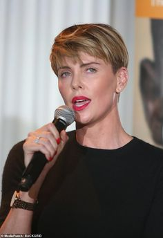 Charlize Theron stuns at GEANCO Beverly Hills fundraiser Short Wedge Hairstyles, Girls Short Haircuts, Pixie Hairstyles, Pixie Haircut, Beverly Hills, Blonde Pixie, Charlize Theron Short Hair, Long Pixie Bob, Girls Pixie Cut