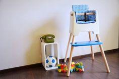 De Fritsforkids kinderstoel stel je volledig naar eigen smaak samen. Naast de kleur kies je ook welke sets van poten je nodig hebt, afhankelijk van waar je de stoel wil gebruiken: aan een keukeneiland, een gewone tafel, een tekentafeltje of gewoon als zeteltje. Dit is Belgisch en om trots op te zijn. Kom ons toonzaalmodel gerust eens uittesten! #fritsforkids #eetstoel #hetlandvanooit http://www.hetlandvanooit.be