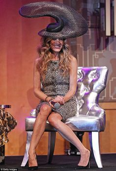 Sarah Jessica Parker wore quite the topper -- designed by Philip Treacy -- at the VRC Oaks Club Ladies Luncheon during her visit to Melbourne, Australia Sarah Jessica Parker, Carrie Bradshaw, Philip Treacy Hats, Ladies Luncheon, Crazy Hats, High Fashion, Fashion Hats, Celebrity Style, Celebrity News