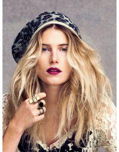 Oversize Beanie/Dree Hemingway/Purple Lips/Perfect Hair