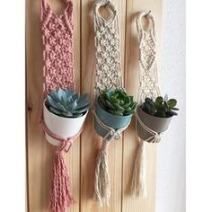 Discover recipes, home ideas, style inspiration and other ideas to try. Macrame Hanging Planter, Macrame Wall Hanging Patterns, Macrame Patterns, Hanging Planters, Macrame Knots, Macrame Art, Macrame Projects, Macrame Tutorial, Plant Holders