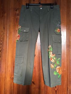 JWLA Johnny Was Cropped Cargo Pants Embroidered Angel Size S Olive Green #JohnnyWas #Cargo