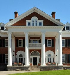 Colonial Revival in Picton Colonial Revival Architecture, Urban Design, Mansions, House Styles, Home Decor, Luxury Houses, Interior Design, Home Interior Design, Palaces