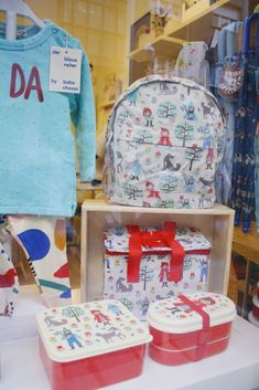 Jo Mami | Escaparate Semana Santa: Jo Mami Kids tienda para niños en Gijón | http://www.jomamikids.com/blog