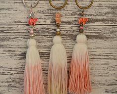 no tutorial, but easy to fig. Diy Tassel, Tassel Jewelry, Diy Jewelry, Tassels, Crafts To Make, Arts And Crafts, Diy Crafts, Tassel Curtains, Craft Bags