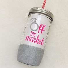 Off the Market Diamond Ring Glitter Mason Jar Tumbler // Glitter Tumbler // Glitter Glass // Engagement Gift // Wedding Gift //Bridal Shower Mason Jar Cups, Mason Jar Tumbler, Glitter Mason Jars, Glitter Wine, Mason Jar Diy, Glitter Tumblers, Glitter Cups, Tumbler Cups, Glitter Projects