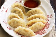 Start your Asian feast with these steamed chicken dumplings. Mince Recipes, Cooking Recipes, Sweet Chilli Sauce, Chicken And Dumplings, Making Dumplings, Steamed Chicken, Dumpling Recipe, Appetisers, Lemon Grass