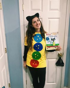 Lots of inspiration, diy & makeup tutorials and all accessories you need to create your own Pete the Cat Costume for Halloween. Kids Book Character Costumes, Book Character Day, Children's Book Characters, Book Costumes, World Book Day Costumes, Book Week Costume, Cat Costumes, Costume Ideas, Diy Cheshire Cat Costume
