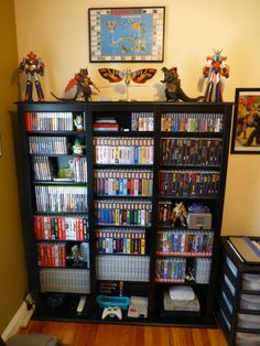 Video game themed rooms are super cool. Lets face it, whether you are young or old, you have probably enjoyed playing a certain video game at one point or another in your life. Find and save ideas about Video game rooms in this article. Video Game Shelf, Video Game Storage, Video Game Organization, Game Room Furniture, Furniture Decor, Room Decor For Teen Girls, Geek Room, Gaming Room Setup, Gaming Rooms