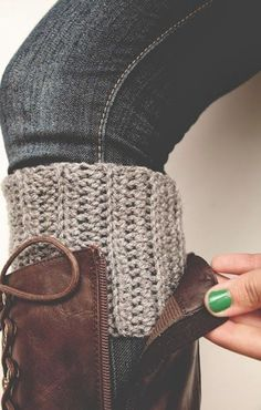 16 Free Boot Cuff #crochet Patterns - Daisy Cottage Designs