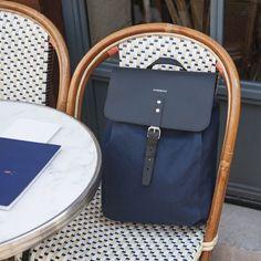 Un sac à dos en toile de coton et cuir au design scandinave, élégant et fait pour durer.