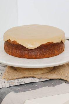 Easy Caramel Mud Cake | Melt & Mix Caramel Mud Cake, Caramel Frosting, Köstliche Desserts, Delicious Desserts, Yummy Food, Baking Recipes, Cake Recipes, Single Layer Cakes, Australian Food