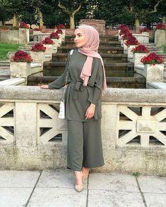 Tunic Set Style Ideas Will Make You Look Elegant Forever Hijab Fashion Summer, Modern Hijab Fashion, Hijab Fashion Inspiration, Islamic Fashion, Muslim Fashion, Fashion Outfits, Fashion 2018, Fashion Pants, Fashion Fashion