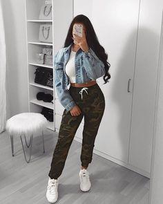مرحبا بكم مع تخفيضات هدا الشهر و أكواد الخصم الحصرية كوبون خصم أناس F95 كوبون خصم فوغا كلوسيت Asa Cropped Denim Jacket Fashion Inspo Outfits Fashion