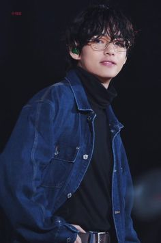 Loyal friend of Jungkook. He will do anything he asks for. Falls for Jimin, platonically. Takes care of him and tries his best to comfort him. Whipped for Jin. Bts Taehyung, Bts Bangtan Boy, Foto Bts, Daegu, Chiba, Taekook, K Pop, Les Aliens, V Bts Cute
