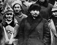Russian Revolution 1917, Vladimir Lenin, Old Photography, Moscow Russia, Communism, Revolutionaries, History Pics, School, War