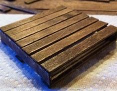 DIY Mini Pallet Coasters - only need a hot glue gun and popsicles sticks! Wooden Pallet Projects, Pallet Crafts, Diy Pallet Furniture, Wood Crafts, Repurposed Furniture, Furniture Projects, Office Furniture, Popsicle Stick Crafts, Popsicle Sticks