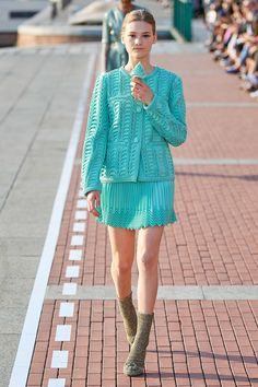 Marco de Vincenzo Spring 2020 Ready-to-Wear Fashion Show - Vogue 2020 Fashion Trends, Fashion Week, Fashion 2020, Runway Fashion, Spring Fashion, Fashion Show, Turquoise Clothes, Singer Fashion, Spring Summer
