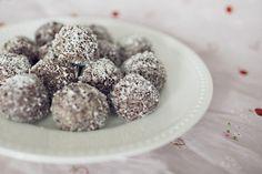 raw cocao walnut date balls