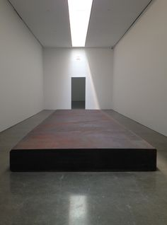 """Lessons in Gigantism: Richard Serra Makes It Work Richard Serra, """"Silence (for John Cage)"""" (2015), forged steel, one slab, overall: 16"""" × 29' 6"""" × 9' 2"""" (click to enlarge)"""