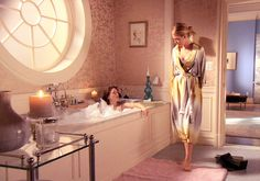 Blair Waldorf's bathroom penthouse - Although this pic is weird with these two women looking at each other...