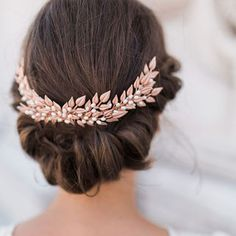 Simple / soft winter wedding hairstyle inspiration #wedding #bride #weddinginspiration #bridal #bridetobe #bridalhairstyles  #weddinghairstyle #weddingjewellery #inspiration #feminine #weddingaccessories