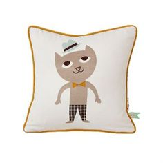 The pretty Cat cushion from Ferm Living is made of organic cotton with a lovely motif printed by hand on the front and a striped pattern on the back. Use the cushion to create a cozy and trendy room for the little ones and combine it with other fine products from Ferm Living.