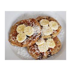 Naleśniki z mąki kokosowej --> przepis na blogu Pancakes with coconut milk -> recipe in english coming soon ✌️ www.annalewandowska.com #healthyplanbyann #blog #healthy #recipe #cococnut #pancakes #annalewandowska