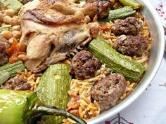 Bonjour, voila une délicieuse façon de préparer le Tlitli (langues d'oiseaux) en sauce blanche je vous conseille vraiment de tester je sait que vous allez adopter cette façon comme moi Ingrédients pour la sauce : des morceaux de poulet 2 oignons hachés... Plats Ramadan, My Favorite Food, Favorite Recipes, Turkish Recipes, Ethnic Recipes, Algerian Recipes, Eastern Cuisine, Ramadan Recipes, Couscous