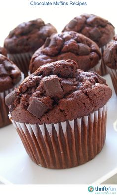 How to make the best chocolate chunk muffins from a cake mix. They& the perfect excuse for eating chocolate for breakfast! Chocolate Box Cake, Ultimate Chocolate Cake, Chocolate Chip Muffins, Best Chocolate, Homemade Chocolate, Delicious Chocolate, Chocolate Recipes, Chocolate Chips, Recipes Using Cake Mix