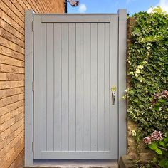 Single garden gate with Osmo Country Colour 2742 Traffic Grey. A sophisticated colour which stands out from the crowd. Project by @kiwicreationssurrey (IG)