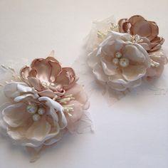 Ramillete - crema del perno y ramillete champán Pin - flores de la boda de tela, madre de la novia, madre de las novio, abuela, damas de honor
