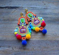 Dogo-Fogo soutache earrings orecchini soutache boucles Diy Earrings Dangle, Soutache Necklace, Beaded Tassel Earrings, Textile Jewelry, Fabric Jewelry, Boho Jewelry, Jewelry Making Tutorials, Beaded Embroidery, Fashion Earrings