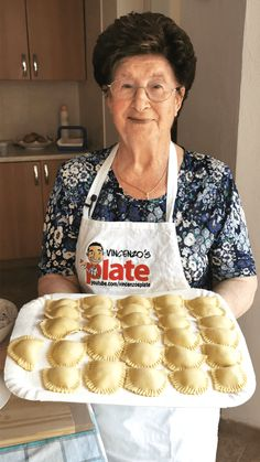 How to make ravioli. Ravioli are half-moon shaped pasta filled with ricotta and spinach. Make ravioli from scratch with my Nonna Igea. Cheese Ravioli Filling, Cheese Ravioli Recipe, Ravioli Bake, Crab Ravioli, Ravioli Casserole, Ravioli Lasagna, Authentic Italian Recipes, Italian Meals, Kitchen