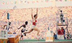 Valeri Borzov (URS). Doble Campeón olímpico en Múnich '72 en 100 y 200 lisos (único europeo en conseguirlo) plata en 4x100. Bronce en Montreal '76 en 100 y 4x100. Sus marcas fueron récord europeos (10,0s y 20,0s). Campeón de Europa de 100m en 1969, 1971 y 1974 y de 200 en 1971. Siete veces campeón europeo en 60 metros lisos. Único