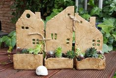 Garden pottery - Houses + with + garden + 3 + houses + with + garden + + Netř – Garden pottery Clay Houses, Ceramic Houses, Ceramic Clay, Ceramic Bowls, Diy Clay, Clay Crafts, Pottery Handbuilding, Pottery Clay, Slab Pottery