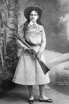 Annie Oakley was known for her incredible sharpshooting talents as part of Buffalo Bill's Wild West Show. Oakley, seen here in an image from was born on August 1860 and died on November Annie Oakley, Old Pictures, Old Photos, Vintage Photos, Antique Pictures, Vintage Photographs, Wild West Show, Folk, Markova