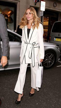 En las calles de Londres Olivia Palermo Outfit, Olivia Palermo Lookbook, Olivia Palermo Style, Zara Suits, Women's Suits, White Fashion, Formal Fashion, Dope Fashion, Street Fashion